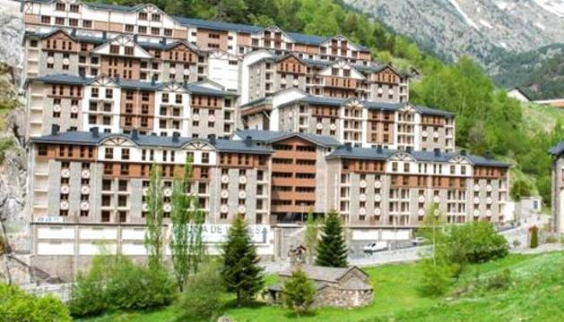 El comú té dos dels vuit edificis del complex
