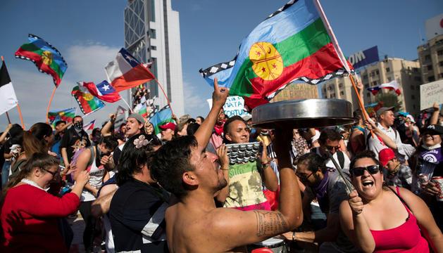 Manifestants a la plaça d'Itàlia de Santiago de Xile, aquesta setmana.