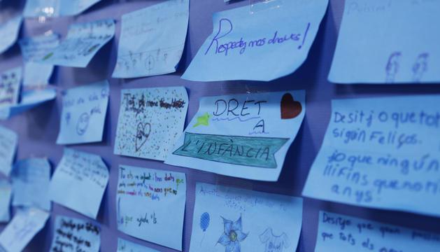 Desitjos i escrits dels nenes i nenes de l'Escola Andorrana de Maternal i Primera Ensenyançad'Encamp per celebrar el Dia universal de l'infant