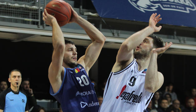 Todorovic en una jugada del partit contra la Virtus
