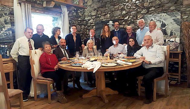 Dinar de la federació de la gent gran amb alguns ministres de salut i Afers Socials