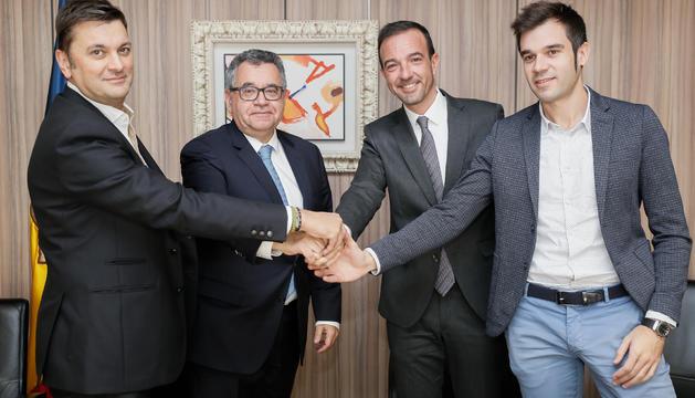Signatura dels convenis entre Ordenament i FEDA, Nord Andorrà i Mútua Elèctrica pels 'Arbres de Vent'