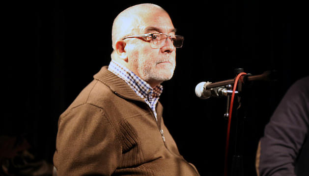 Àlvar Valls, durant la presentació del llibre a La Fada Ignorant.
