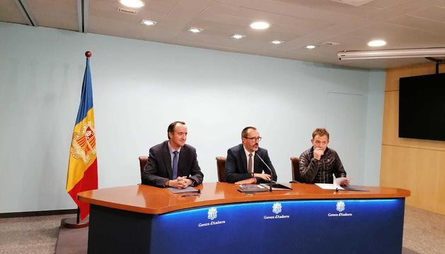 El president del consell d'administració d'EMAP, David Baró, el ministre d'Afers Socials, Victor FIlloy, i el director general de Pal-Arinsal, Josep Marticella