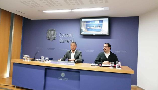 El líder del PS, Pere López, i el conseller general, Carles Sánchez
