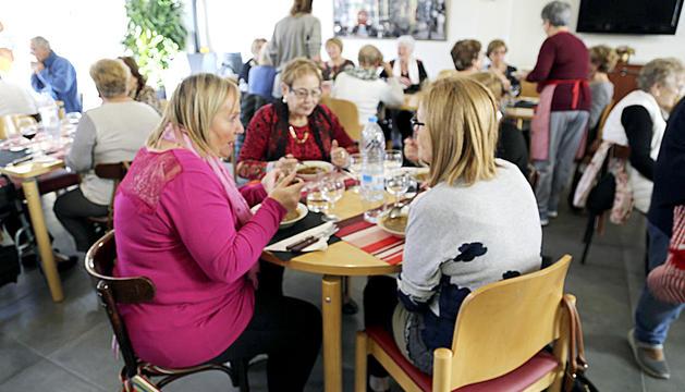 La gent gran de Sant Julià de Lòria gaudeix, entre setmana, d'un menú equilibrat i econòmic al menjador La cullera de la llar