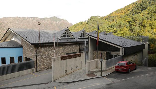 L'exterior del centre penitenciari de la Comella.