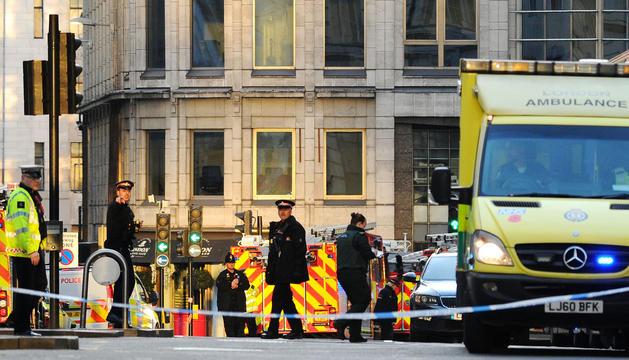 Agents de policia a la zona on va tenir lloc l'atac, ahir.