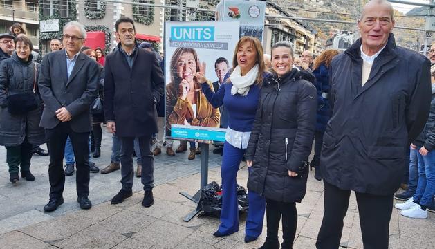 Els candidats demòcrates s'han reunit a la penjada de cartells a Andorra la Vella