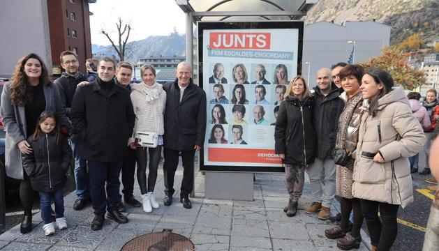 La candidatura demòcrata a Escaldes en l'enganxada de cartells