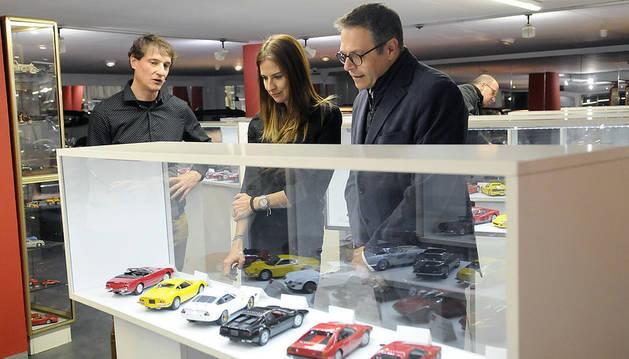La ministra de Cultura i Esports, Sílvia Riva, a l'exposició de Ferraris al Museu Nacional de l'Automòbil