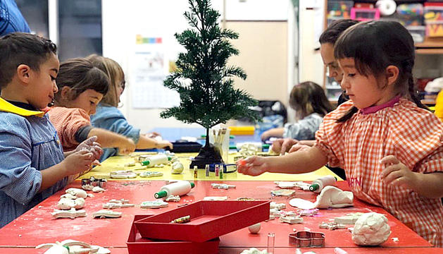 Els més petits s'ho van passar d'allò més bé fent figuretes nadalenques