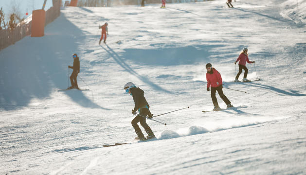 Esquiadors a la pista de Pal-Arinsal durant la matinal d'ahir