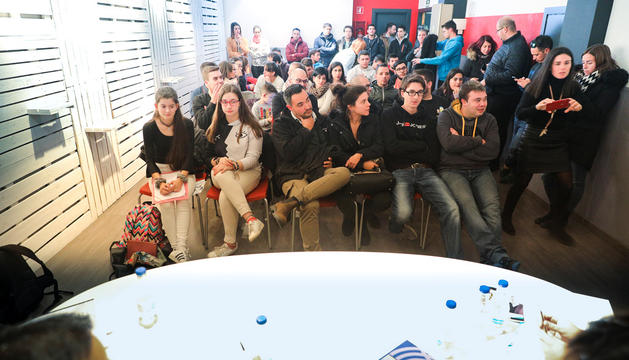 Els joves encampadans que ahir van interrogar els candidats joves (sí, Pepo, tu també) de les quatre llistes.
