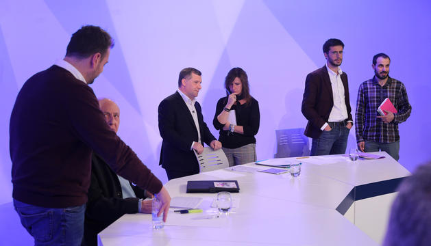 Els candidats lauredians es preparen per al debat a Andorra Televisió, ahir.