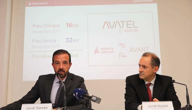 El president de Consell d'Administració, Jordi Torres, i el director general, Jordi Nadal, durant la roda de premsa