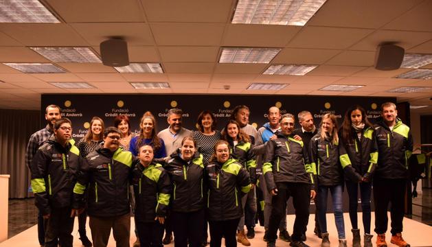 Crèdit Andorrà lliura la nova roba a Special Olympics