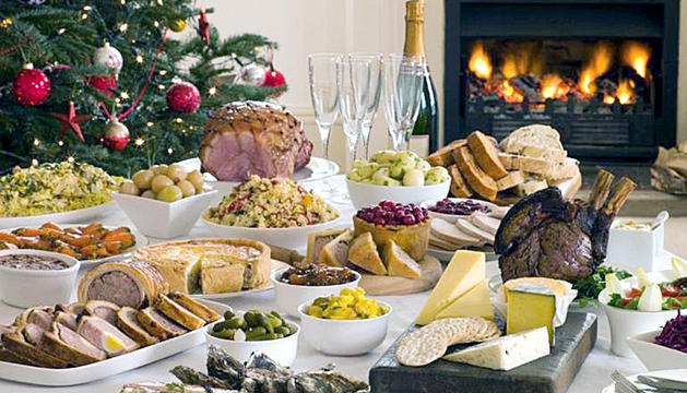 El menú nadalenc està composat d'aperitius i sopa de primer, carn de segon i torrons de postre