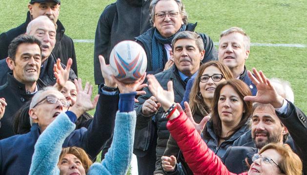 la capital. Marsol, candidata a la reelecció, guanya la pilota a Carmona.