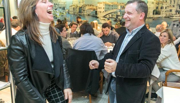 Mireia Codina i Josep Majoral celebrant el triomf d'Unió Laurediana a la parròquia de Sant Julià de Lòria.