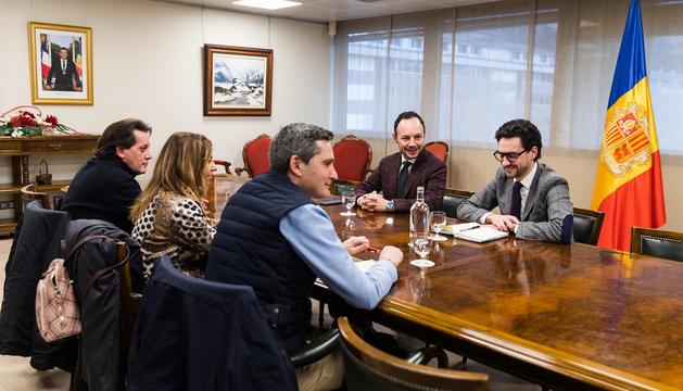 Xavier Espot amb els representants dels empleats del Punt de Trobada