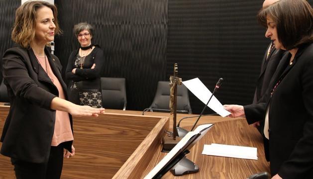 Rosa Gili promet el càrrec de cònsol davant Trini Marín