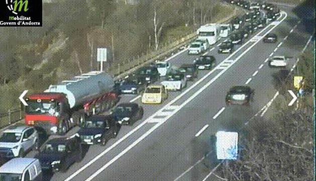 Les carreteres van tornar a estar plenes de cotxes.