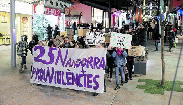 La manifestació que es va celebrar per commemorar el dia contra la violència de gènere.