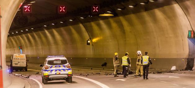 Membres dels cossos de seguretat al lloc de l'accident