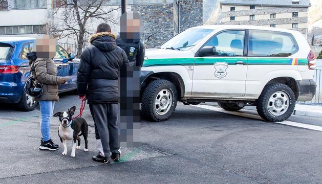 El gos que va atacar la nena amb la propietària, ahir al rec de l'Obac.