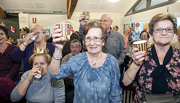 Regals, balls i brindis per celebrar el nou any