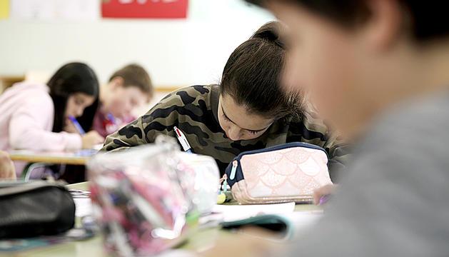 Estudiants fent proves d'avaluació.