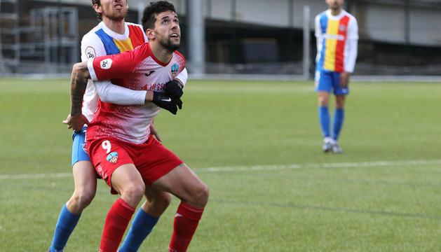 Rai lluita per una pilota en el partit contra el Lleida.