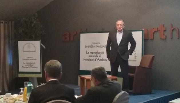 El director de l'Institut d'Estudis Superiors de Bioètica de la UIC, Josep Argemí,  a la conferència a càrrec de l'Empresa Familiar Andorranad'aquest matí