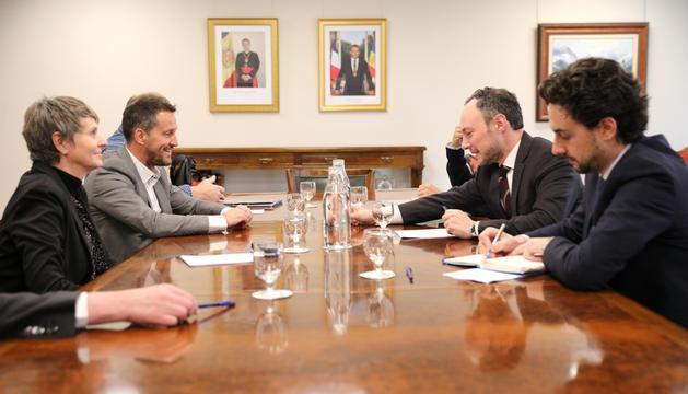 Els consellers del PS a la reunió mantinguda ahir amb el cap de Govern i el ministre de Salut.