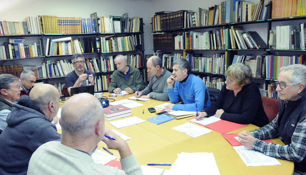 Els tècnics i experts durant la reunió a la biblioteca de Patrimoni