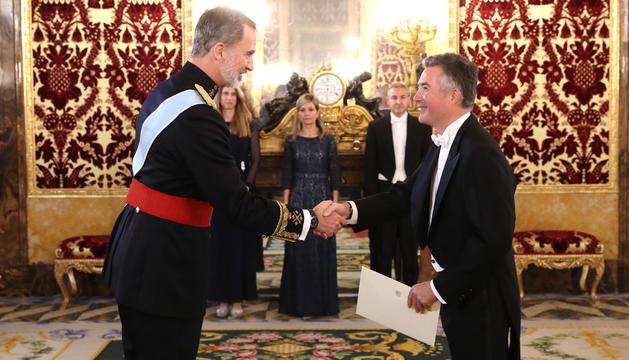 L'ambaixador Vicenç Mateu va ser rebut per Felip VI.