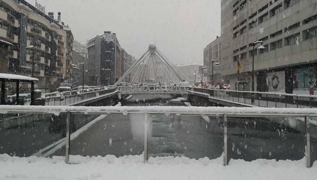 Andorra la Vella es desperta amb la primera nevada de l'any