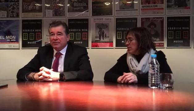 El magistrat del TC, Joan Manel Abril, i la presidenta de la Fundació Julià Reig, Déborah Ribas