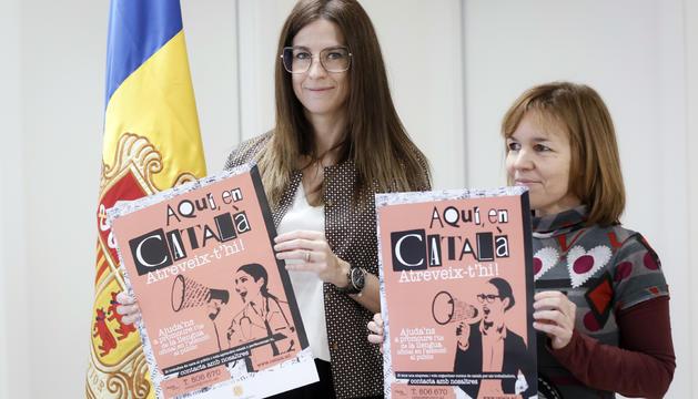 La ministra de Cultura i Esports, Sílvia Riva, i la cap de Política Lingüística, Maria Pujol, durant la presentació de la nova campanya