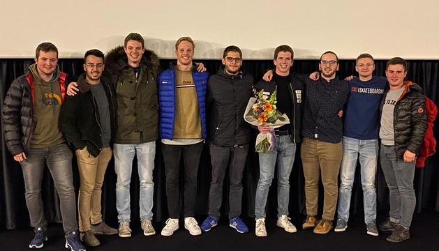 Roger Puig amb els autors del documental, ahir a l'estrena.