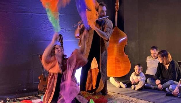 La companyia Com Sona, que ja ha ofert espectacles al país.