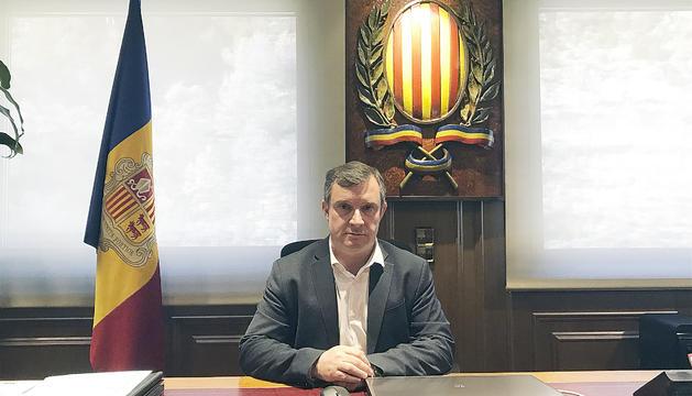 El cònsol major de Sant Julià,JosepMajoral, al seu despatx.