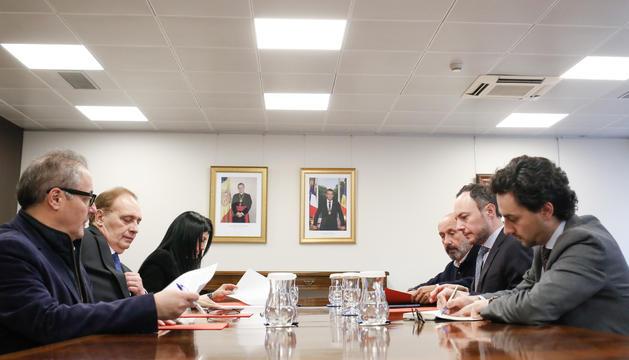 Els consellers generals de Terceravia amb el cap de Govern i el ministre de Salut durant la reunió celebrada aquesta tarda