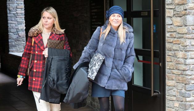 Les advocades Gemma Sansa i Anna Solé, d'esquerra a dreta de la imatge.