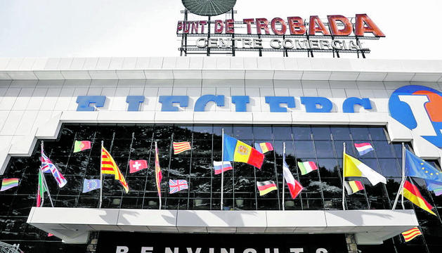 L'edifici del Punt de Trobada, a tocar de la frontera.