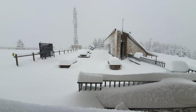 L'estació de Tuixent-la Vansa després de la darrera nevada.