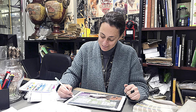 La directora d'art Sylvia Steinbrecht
