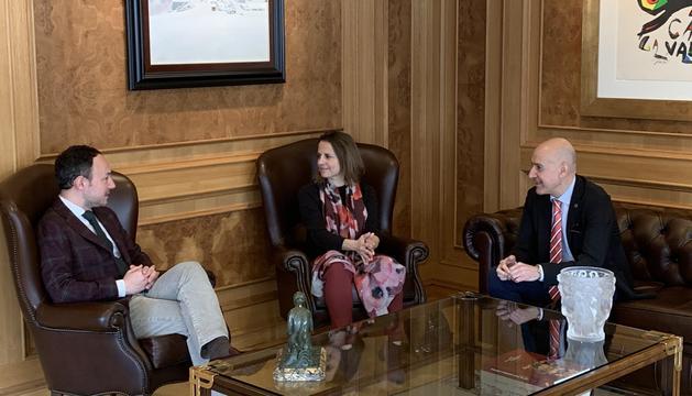 El cap de Govern, Xavier Espot, amb els cònsols d'Escaldes, Rosa Gili i Joaquim Dolsa