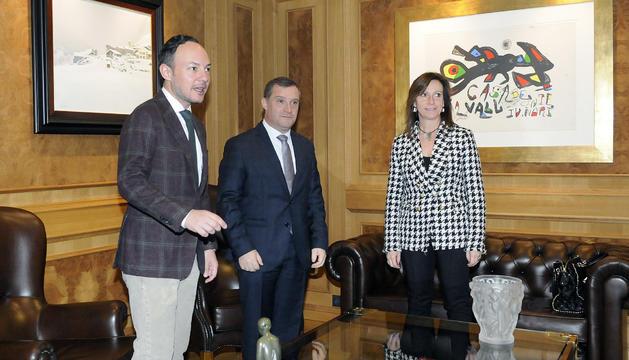 El cap de Govern, Xavier Espot, durant la reunió amb els cònsols de Sant Julià de Lòria, Josep Majoral i Mireia Codina